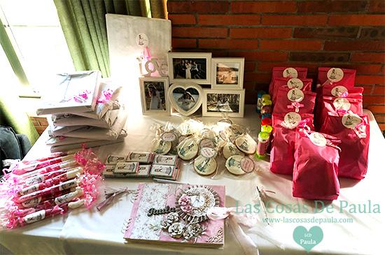Mesa de regalos con album de La Tata Carlota