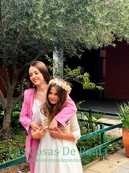 Las dos hermanas en la comunion de Paula